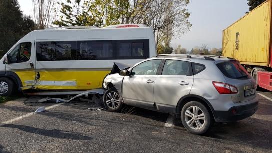 Bursa'da minibüs ile cip çarpıştı! Çok sayıda yaralı var