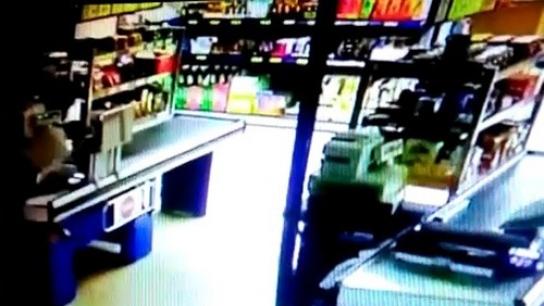 Bursa'da marketteki silahlı gasp anı kamerada