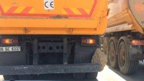 Bursa'da kamyonun tamponuna sıkışan kaya parçası tehlikeye yol açtı