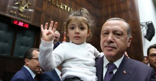 Cumhurbaşkanı'yla kız çocuğunun gülümseten diyaloğu
