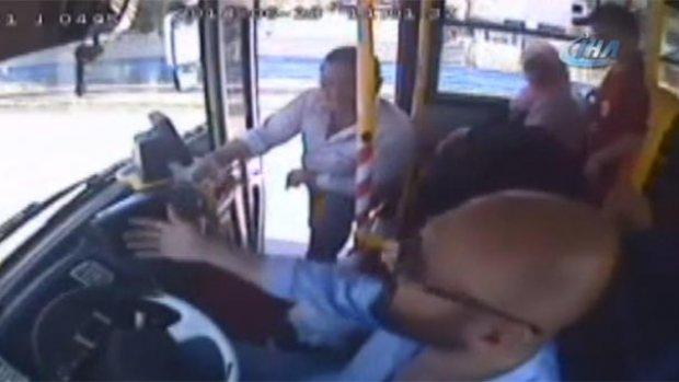 Otobüs şoförü tartıştığı yolcunun darbesiyle öldü!