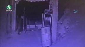 Demir kesme makinesiyle dükkan soydular