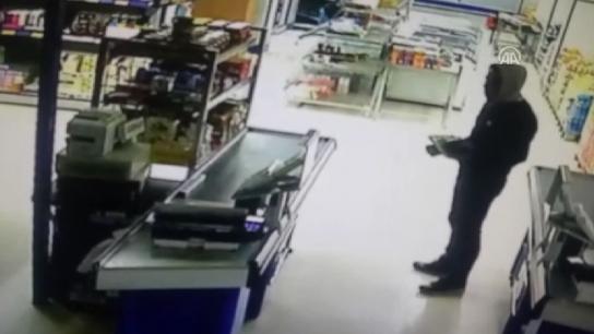 Silahlı soygun güvenlik kamerasında