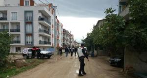 Bursa'da 2 polisi yaralayan zanlı aranıyor