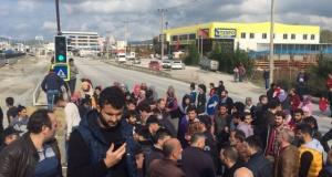 Bursa'da yolu kapatan mahalleliye polis müdahalesi