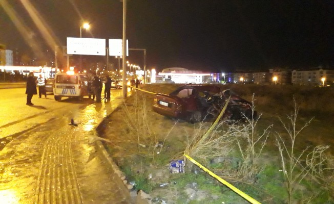 İki otomobil kafa kafaya çarpıştı! 2 ölü, 2 yaralı