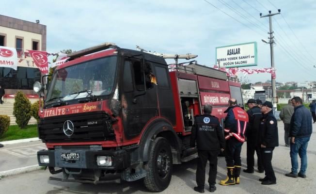 Bursa'da itfaiye aracı yangını söndürmek istedi! alev alev yandı