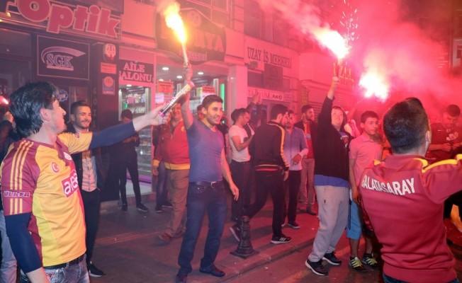 Nevşehir'de Galatasaray taraftarları şampiyonluğu kutluyor