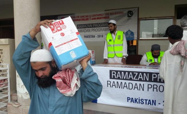 TDV Pakistan'da ramazan kolisi dağıttı