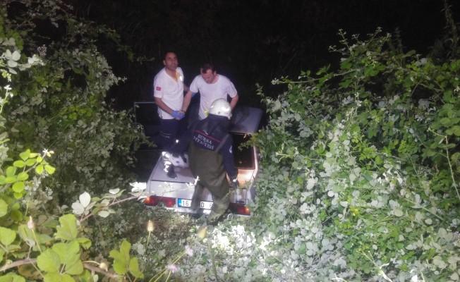Bursa'da hızını alamayan araç dereye uçtu