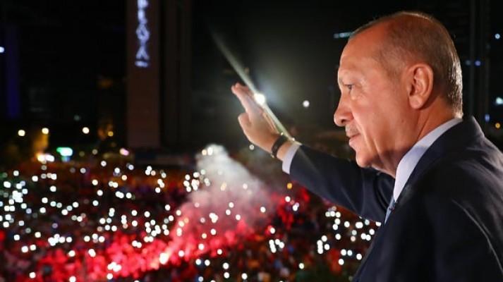 Cumhurbaşkanı Erdoğan balkon konuşmasında mesajı verdi: Yarından itibaren başlıyoruz