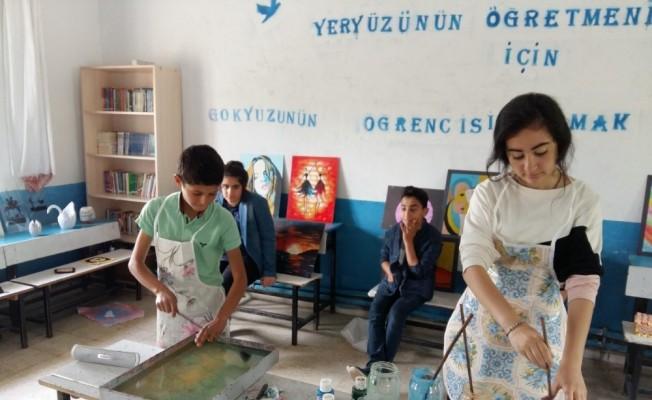 Köy çocukları ebru sanatıyla tanıştı