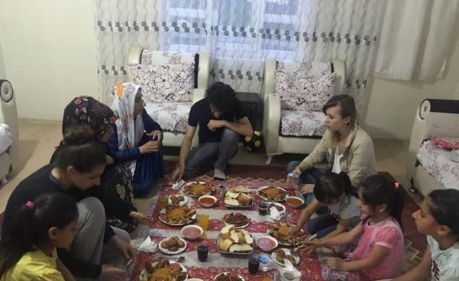 Tuşba Kaymakam Uçar, Erkuş ailesinin evinde iftar yaptı