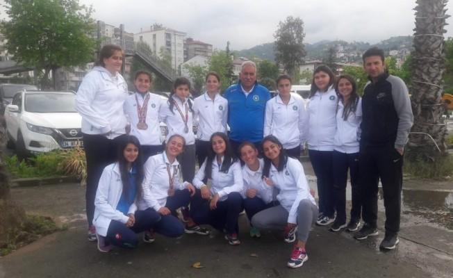 Bursa Büyükşehir Belediyespor Atletizm Genç Takımı'ndan tarihi başarı