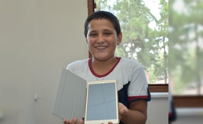 Başkan Bozkurt başarılı öğrenciye verdiği sözü yerine getirdi