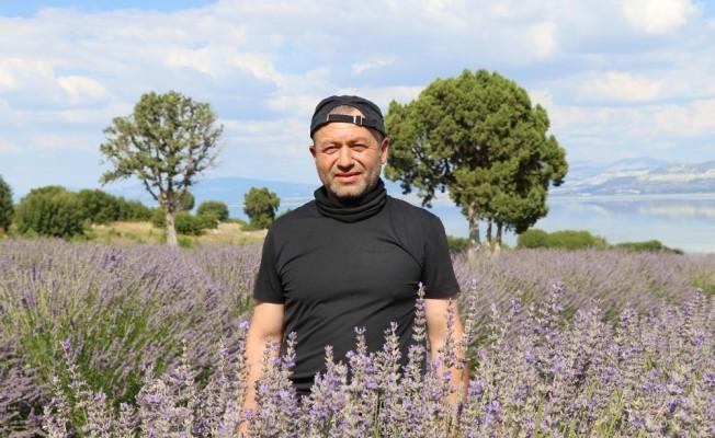 Burdur'da aromatik bitkilerin yağı çıkartılıyor