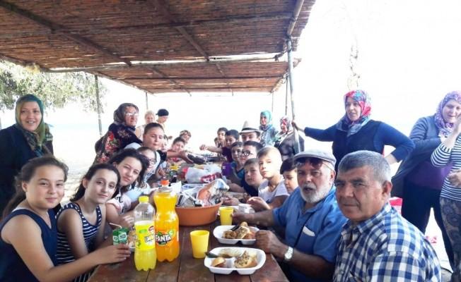 Burhaniye'de öğrenciler piknikte buluştu