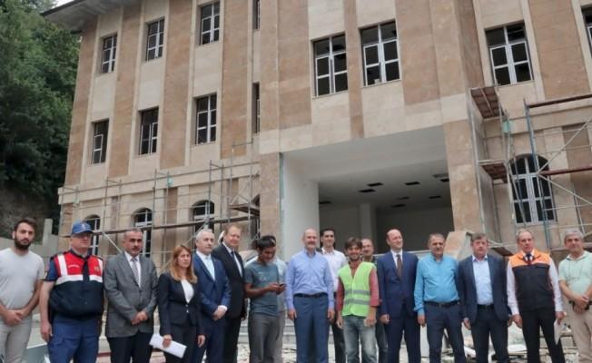 İçişleri  Bakanı Süleyman Soylu, memleketi Trabzon'da yapımı süren yatırımları inceledi