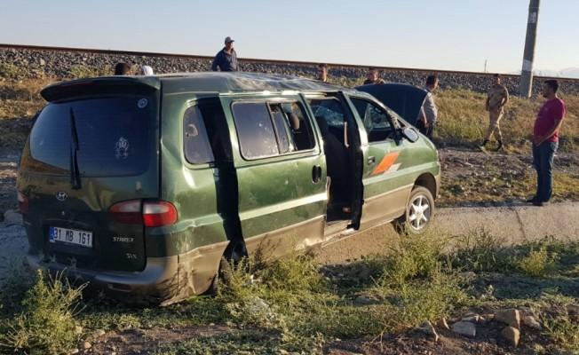 Kahramanmaraş'ta hafif ticari araç devrildi: 12 yaralı