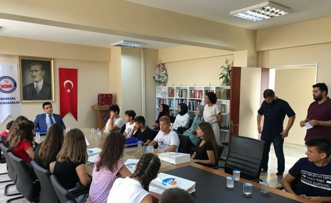 Kaymakam Tunç'tan LGS'de başarı gösteren öğrencilere ödül