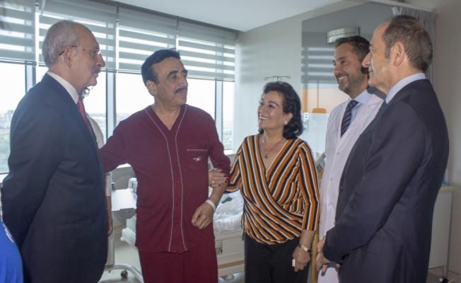 Kılıçdaroğlu, sanatçı Hakkı Bulut'u hastanede ziyaret etti