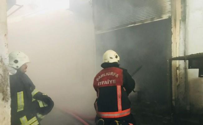 Kunduracılar pazarındaki bir iş yerinde yangın çıktı