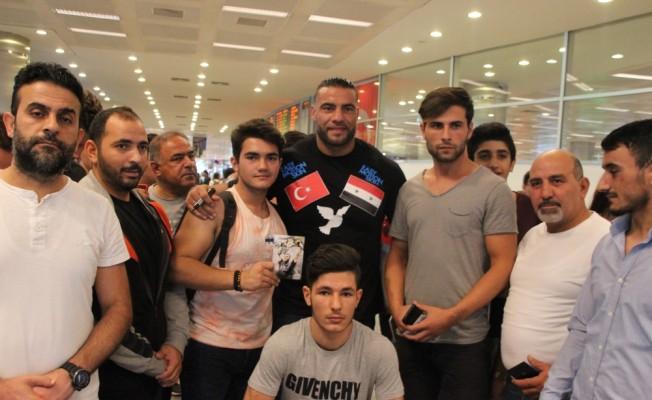 Suriye asıllı boksör Charr, Türkiye'ye geldi