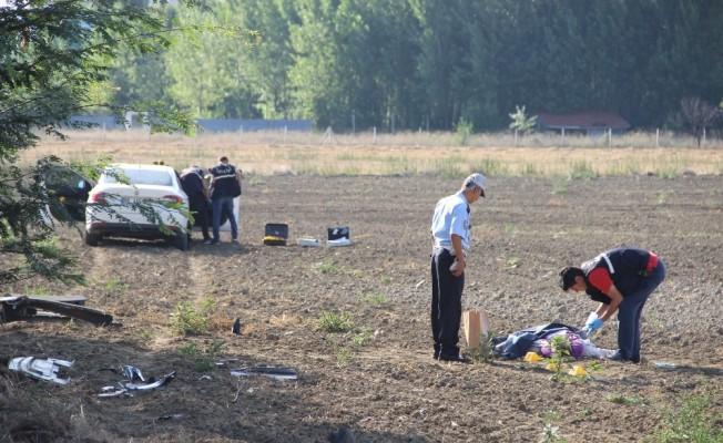 Yol kenarında yürüyen işçiye otomobil çarptı: 1 ölü