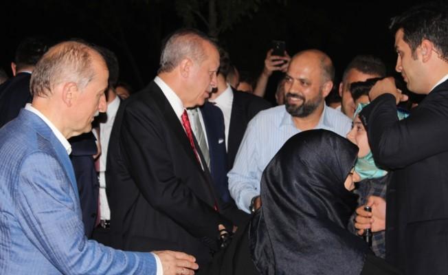 Erdoğan, piknik yapan vatandaşlarla sohbet etti