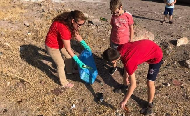 Kaymakam Duru, Dünya Çevre ve Temizlik Günü'nde çöp topladı
