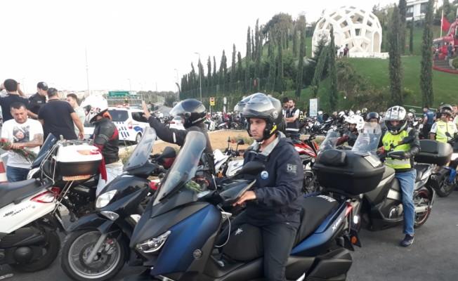 Motosikletçilerden trafikte farkındalık eylemi