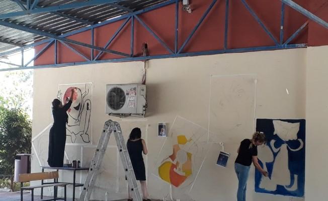 Öğretmenler, öğrencileri için boyacı, inşaat ustası ve bahçıvan oldu