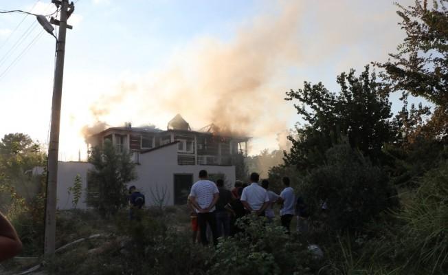 Pamukkale'de butik otel yangını