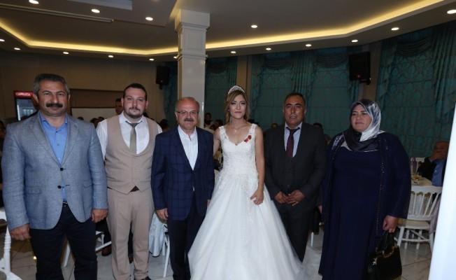 Vali Çakacak, Şehit Fatih Dalgıç'ın kız kardeşinin düğün törenine katıldı