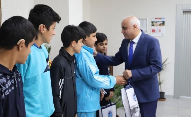 Battalgazi Belediyesi'nden başarılı öğrencilere hediye