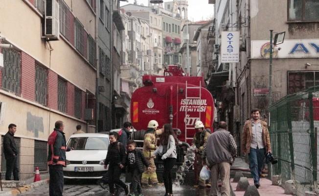 Beyoğlu'nda işyeri yangını
