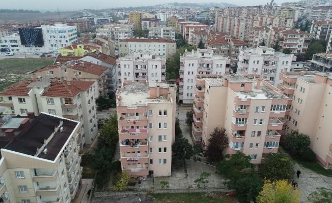Çökme tehlikesiyle tahliye edilen 6 katlı apartman havadan görüntülendi