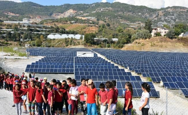 Öğrenciler Güneş Enerjisi Santrali'ni gezdi