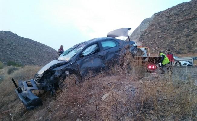 Sivas'ta otomobil şarampole uçtu: 6 yaralı