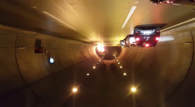 Tünelde yanan araç infilak etti