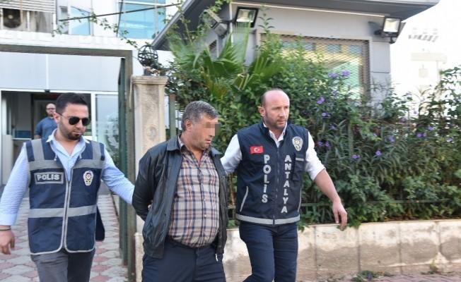 Hastanede hasta numarasıyla, başka bir hastanın cebinden 400 lira çaldı