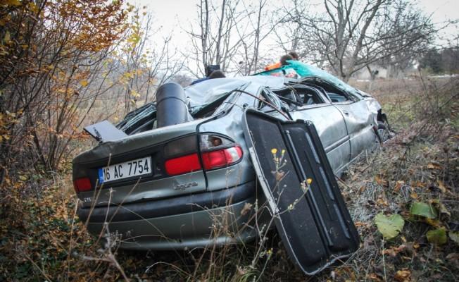 Kütahya'da otomobil şarampole devrildi: 4 yaralı