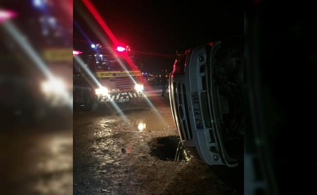 Mardin'de servis ile otomobil çarpıştı: 6 yaralı