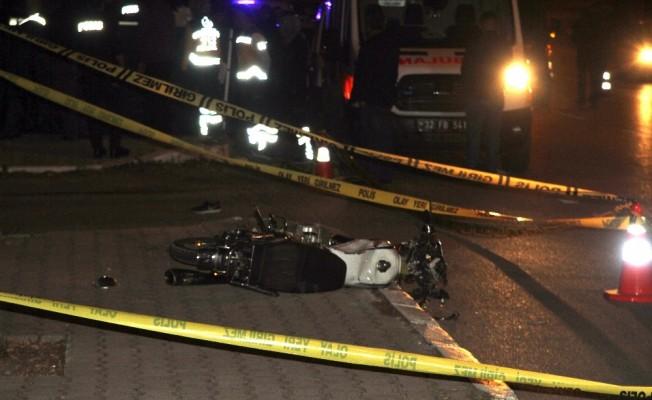 Motosikletle metrelerce sürüklenen çocuk kaldırımda öldü