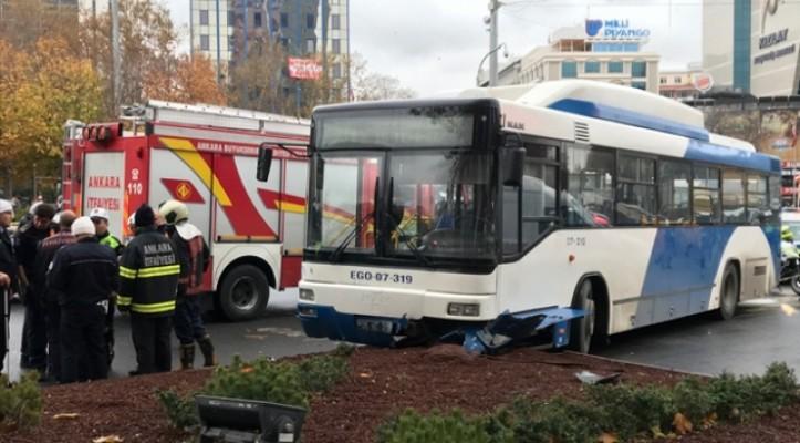 Ankara'da otobüs yayaların arasına daldı