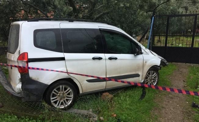 Bahçe çitine çarpan aracın sürücüsü öldü