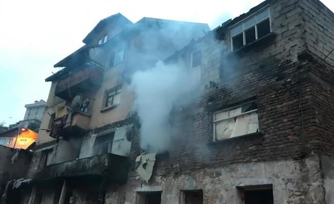 Metruk binada çıkan yangın paniğe neden oldu