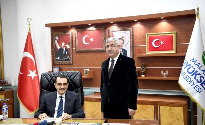 Bakan Dönmez'den Büyükşehir Belediyesine ziyaret