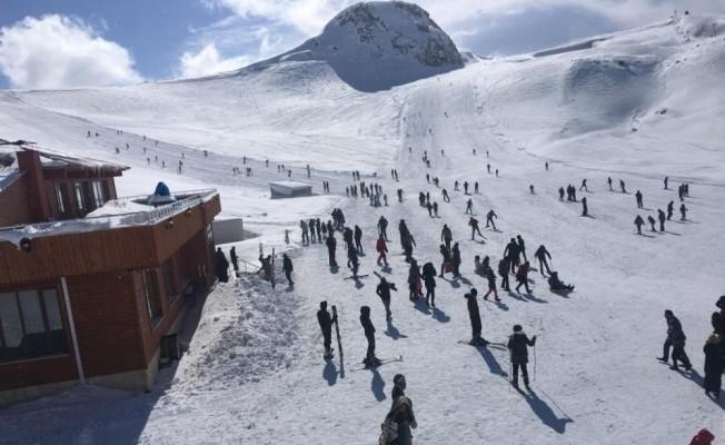 Hakkari'deki kayak merkezi hafta içi de hizmet vermeye başladı