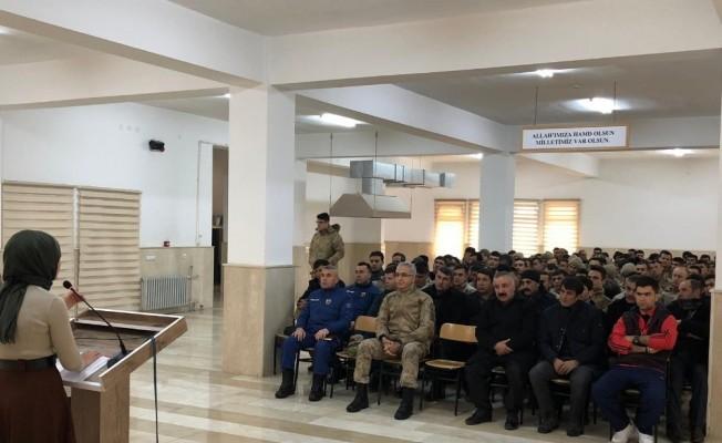 """Jandarma personeline """"Evlilik Öncesi ve Erken Yaşta Evlilik"""" semineri"""